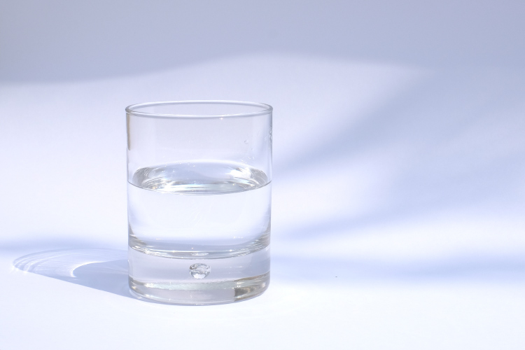 Clear glass of water that has many oral health benefits